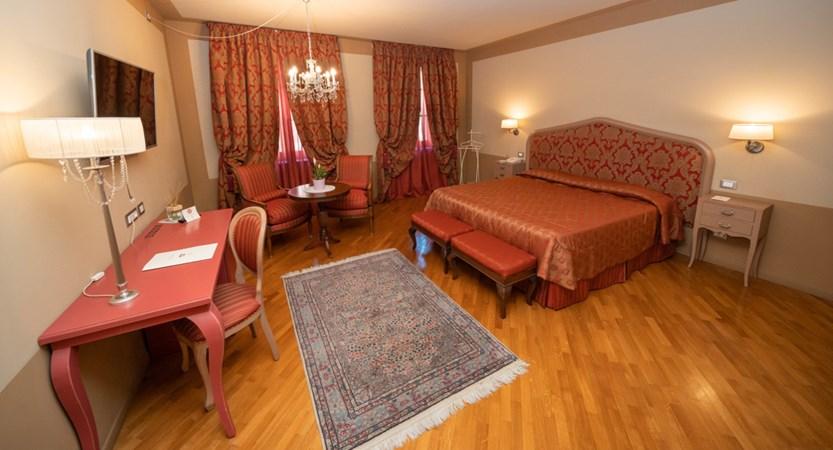 Hotel_San_Luca_Palace_Room.jpg