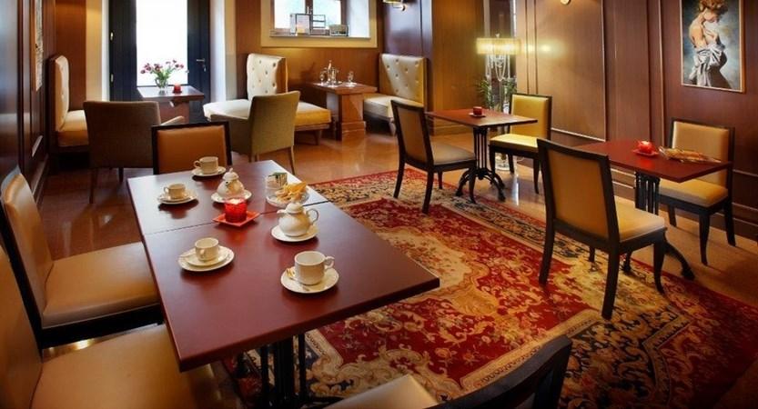 Hotel_San_Luca_Palace_Cafe.JPG