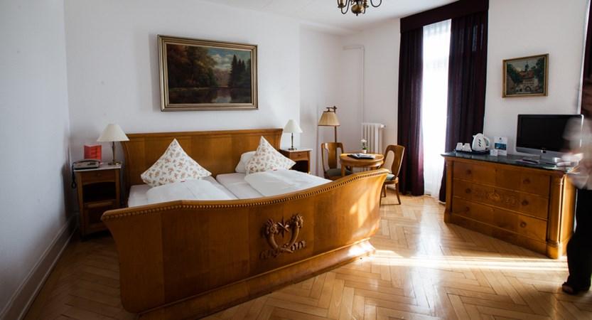 Classic Bedroom - Hotel Carton Europe Switzerland (2)