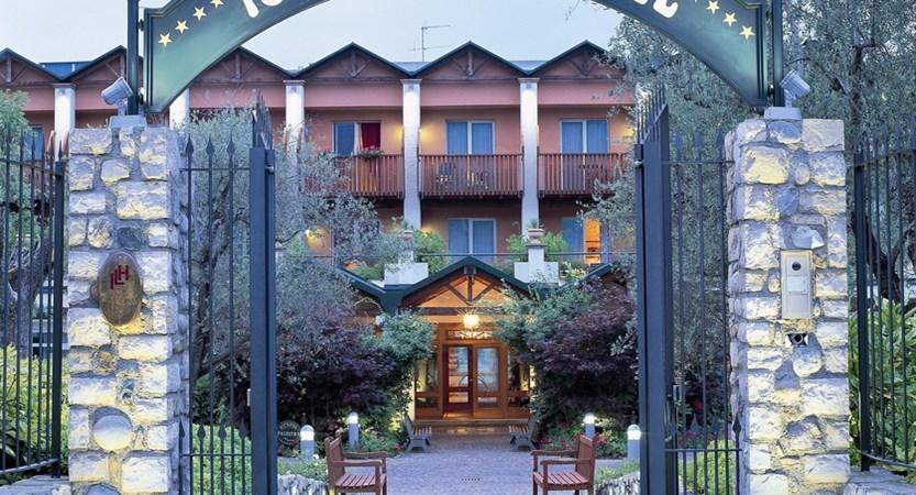 Hotel Iseolago, Exterior Entrance