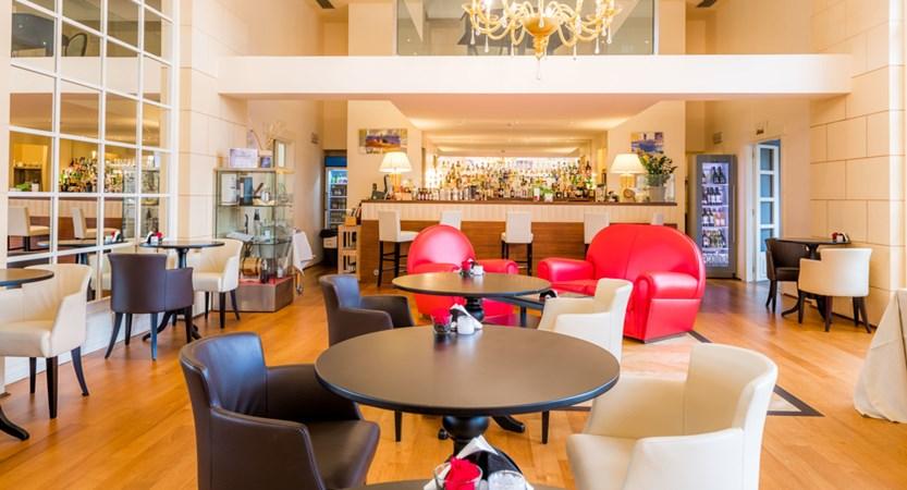 Grand_Hotel_Bristol_Bar.jpg