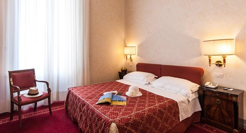 Grand_Hotel_Royal_classicroom.jpg