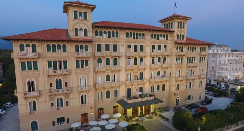Grand_Hotel_Royal_Exterior.JPG