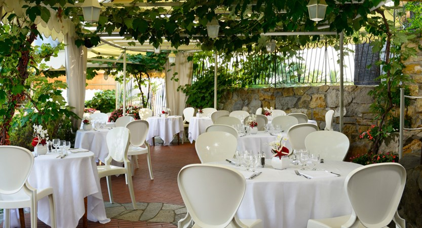 Royal_Hotel_Sanremo_lunch_Corallina_Pool_Restaurant.jpg