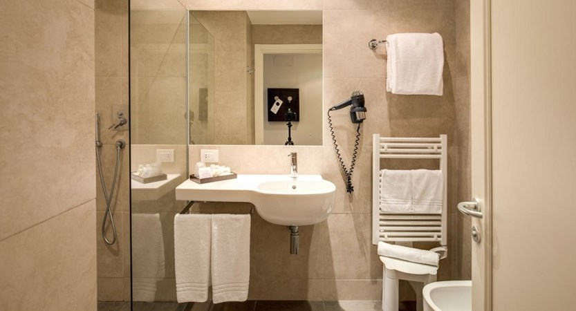 Hotel_Capolago_Varese_Bathroom.jpg