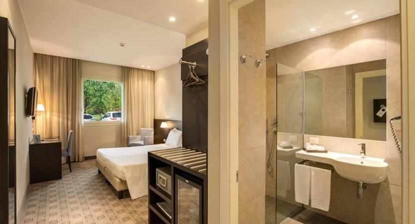 Hotel_Capolago_Varese_Bedroom.jpg