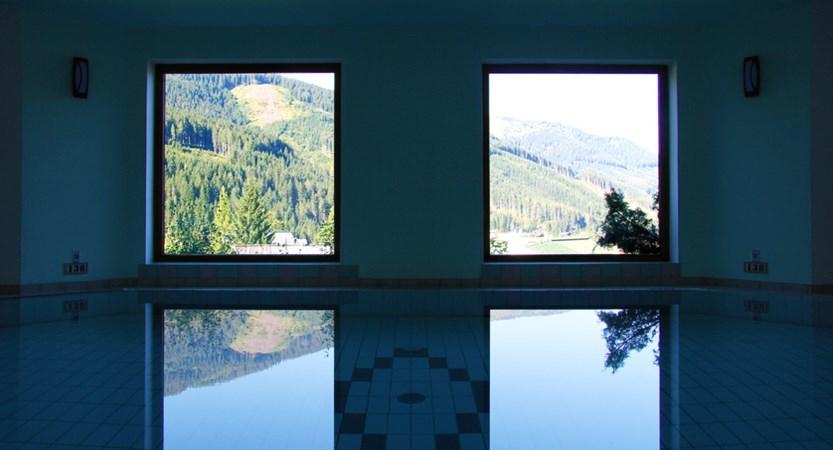 Alpenkrone_Pool.jpg