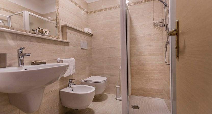 Hotel Du Lac, Bathroom