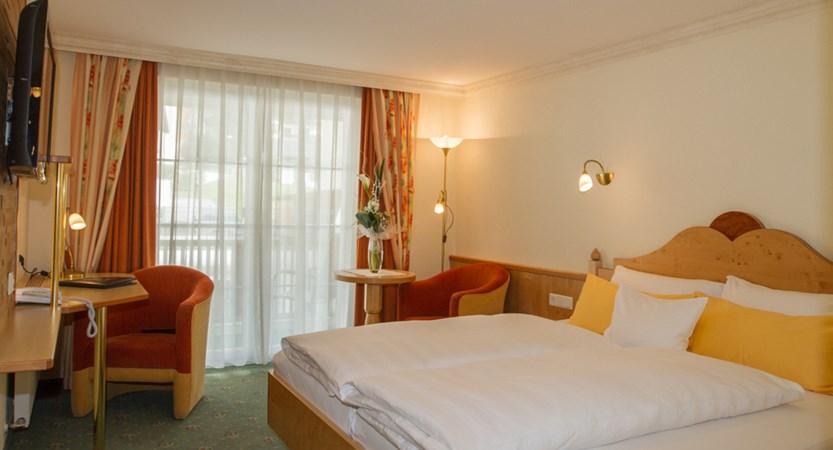 Hotel Jägerhof Ischgl Austria Twin Bedroom