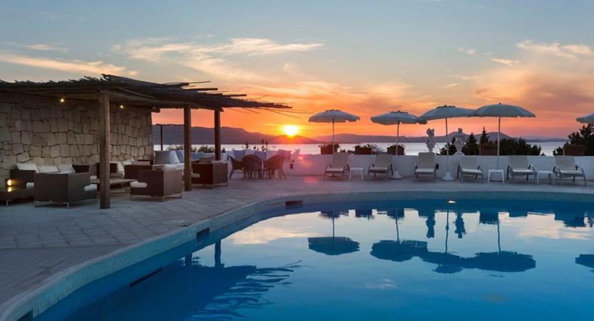 Grand_Relais_dei_Nuraghi_Pool_Sunset.jpg
