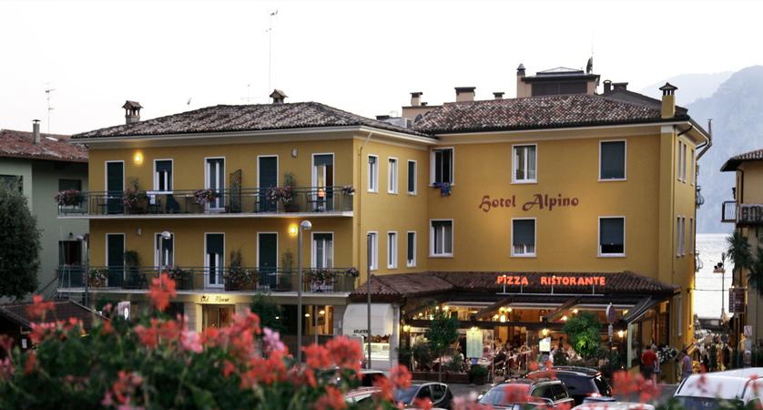 Hotel Alpino, Exterior Evening