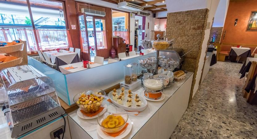 Hotel Alpino, Breakfast Service