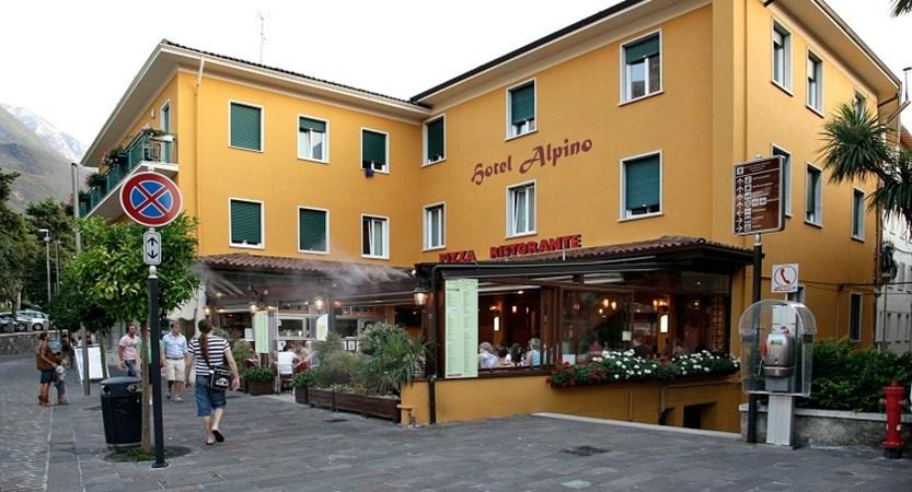 Hotel Alpino, Exterior