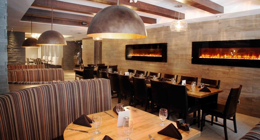 rundlestone lodge banff hotel Restaurant.jpg