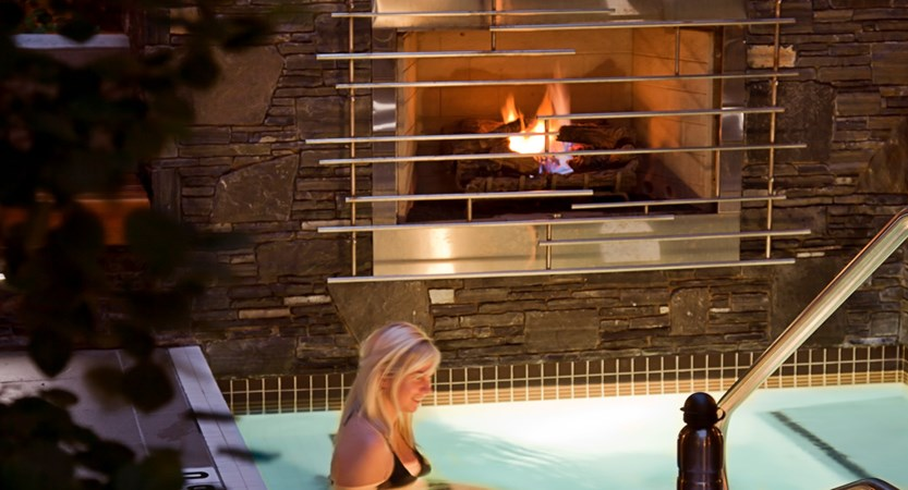 Banff Aspen Hot Tub Small.jpg