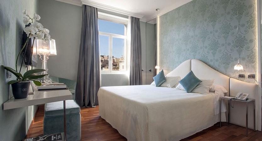 Deluxe-room-Bernini-Bristol-Hotel-Rome-Italy.jpg