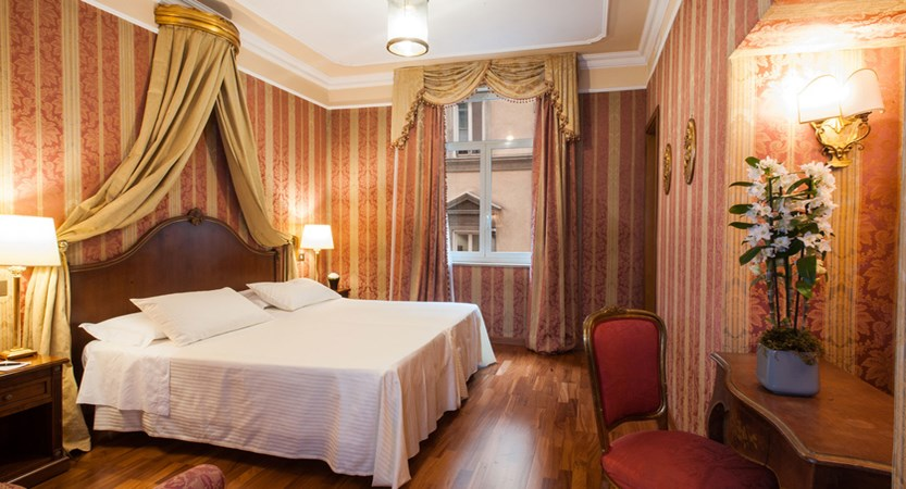 Luxury-suite-Rome-Junior-Suite-Bernini-Bristol-3878.jpg