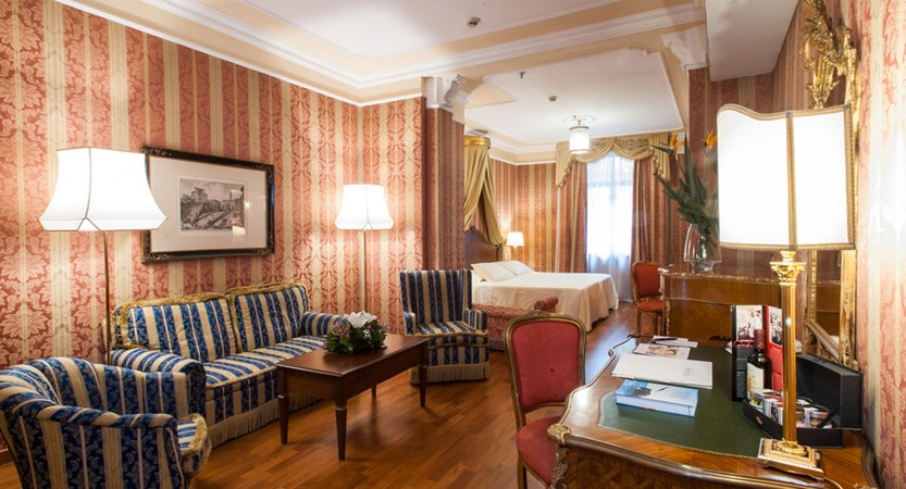 Luxury-suite-Rome-Junior-Suite-Bernini-Bristol-3890.jpg