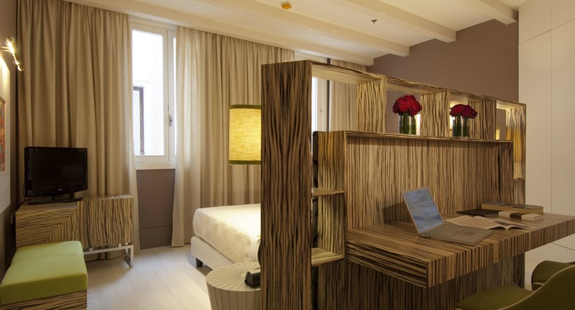 Luxury-rooms-Venice-Deluxe-Room-Centurion-Palace4.jpg