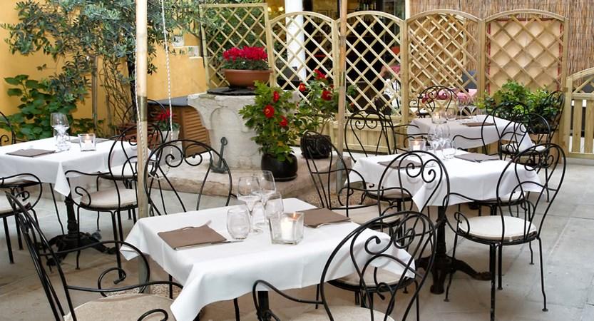 Locanda_La_Corte_Courtyard.jpg