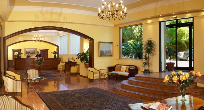 Villa_Diodoro_Hall.jpg