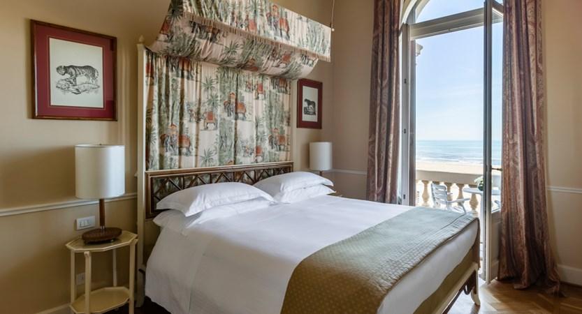 Grand_Hotel_Principe_di_Piemonte_front_superior_balcony.jpg
