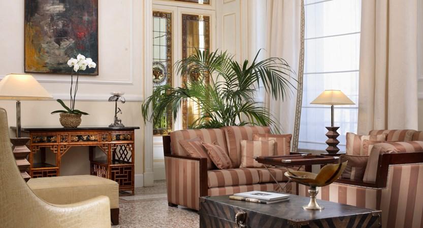 Grand_Hotel_Principe_di_Piemonte_Hall.jpg
