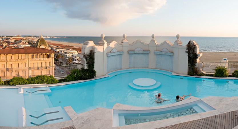 Grand_Hotel_Principe_di_Piemonte_heated_pool_winter.jpg
