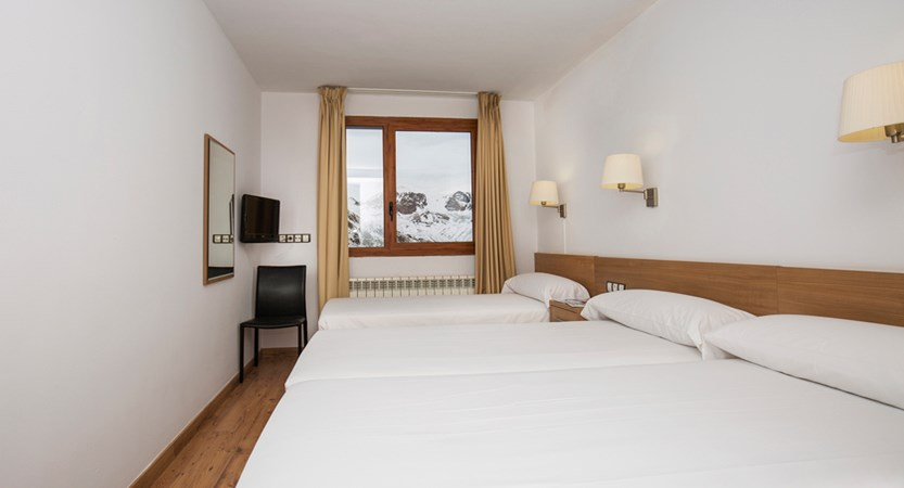 Hotel Catalunya Triple Room.jpg