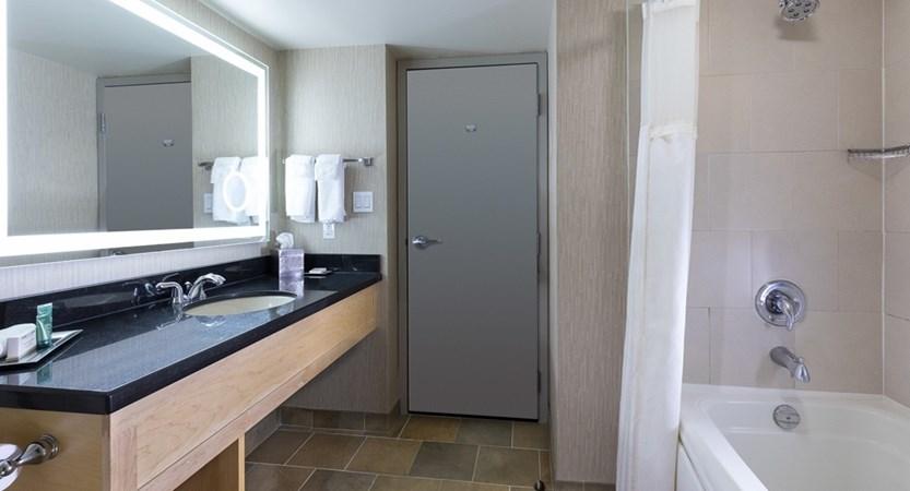Hilton Bathroom.jpg