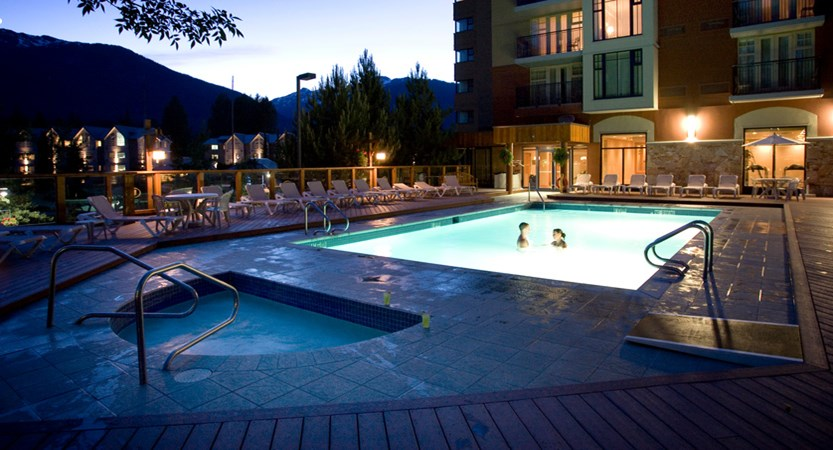 outdoor pool and tub hilton whistler