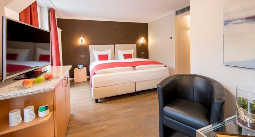 Standard Doppelzimmer Double Room Wetterhorn 01_Belvedere Swiss Quality Hotel Grindelwald.jpg