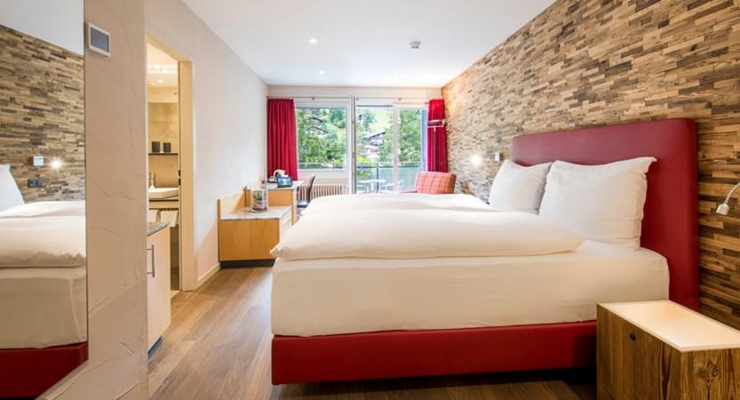 Standard Doppelzimmer Double Room Wetterhorn 03_Belvedere Swiss Quality Hotel Grindelwald.jpg