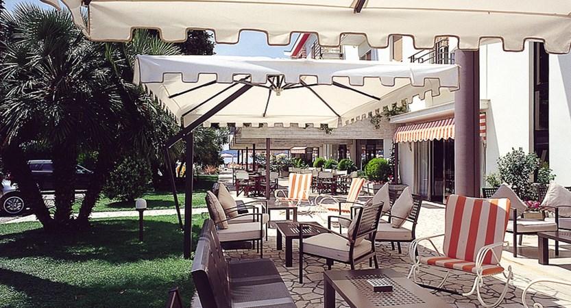 Hotel Du Lac, Poolside Terrace