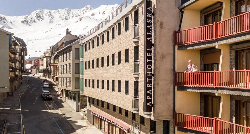 Apart Hotel Alaska exterior (1).jpg