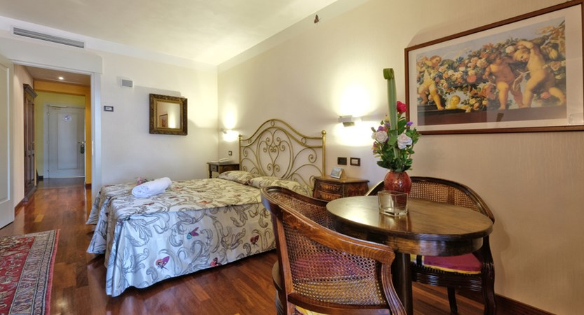 Hotel Villa Madrina, Classic Room with Side Lake View