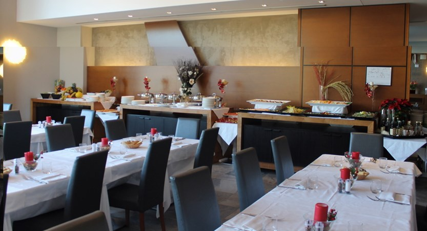 Admiral_Park_Hotel_Restaurant.JPG