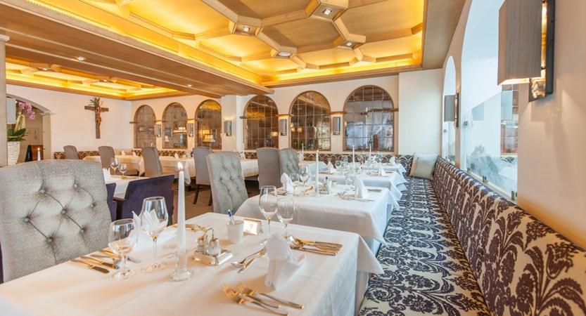 Hotel Alpina Deluxe Resort Obergurgl Austria  Restaurant (1)