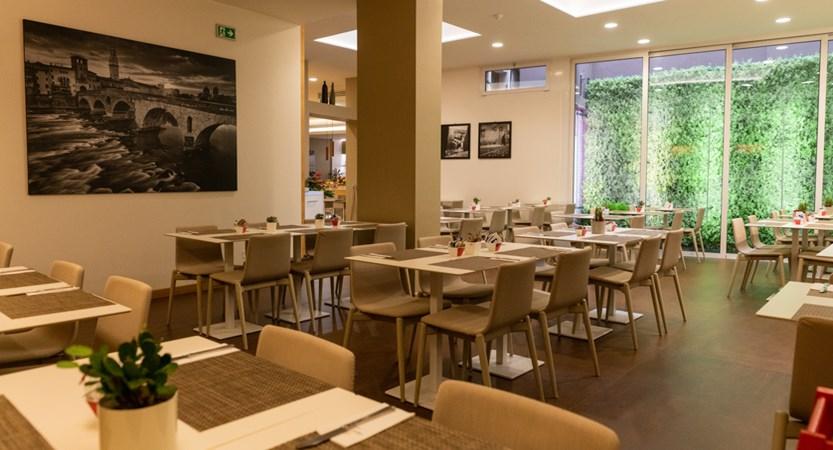 Giulietta_Romeo_Restaurant.jpg