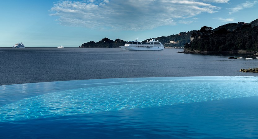 Hotel_Excelcior_Palace_Infinity_Pool.jpg