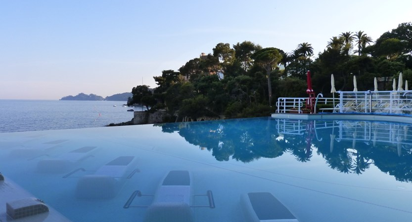 Excelsior_Palace_Hotel_second_infinity_pool2_2400.jpg