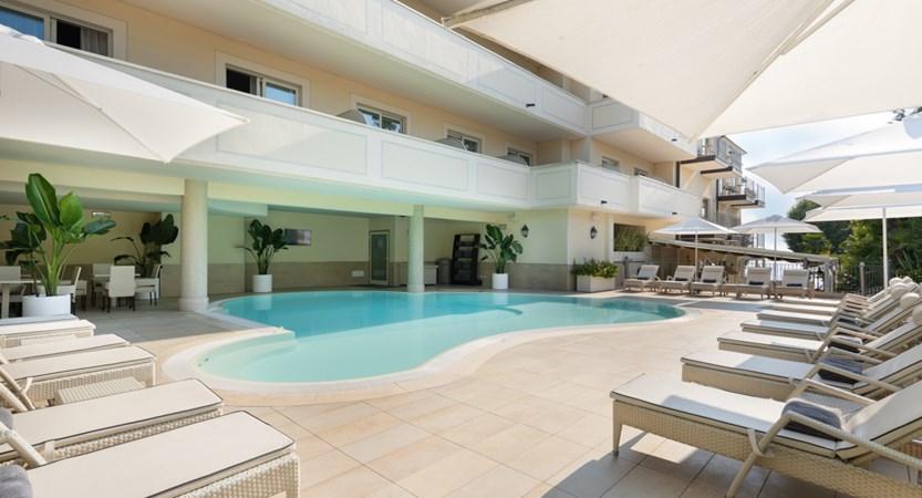 Hotel Villa Rosa, Poolside