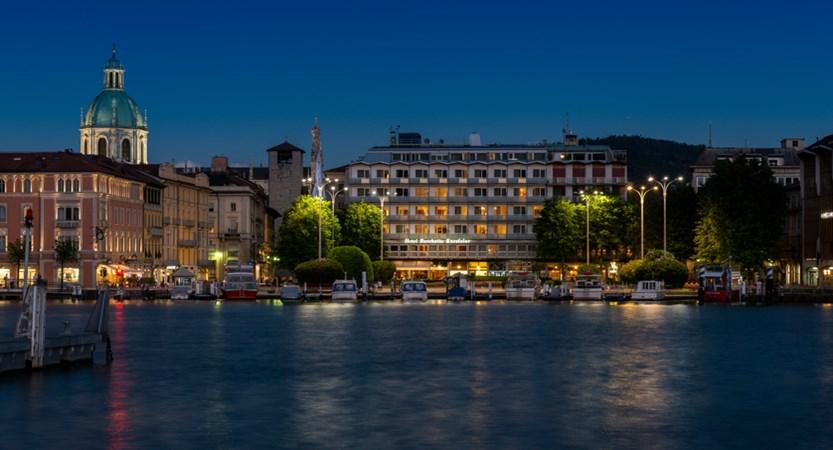 Hotel Barchetta, Exterior Lake View Evening