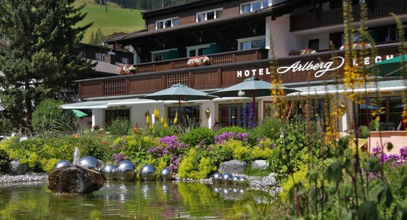 Hotel_Arlberg_Garten_Terrasse.jpg