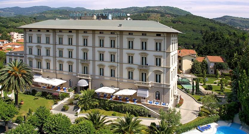 Grand_Hotel_Vittoria_Outside_pool.jpg