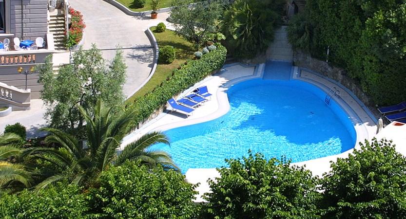 Grand_Hotel_Vittoria_Piscina2.jpg