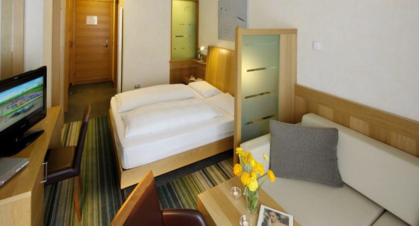 italy_livigno_hotel-lac-salin_superior-bedroom.jpg