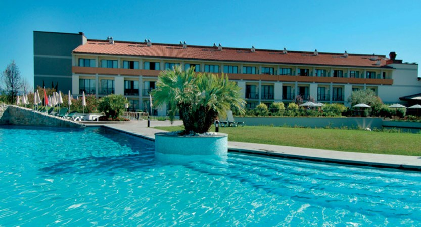Parc Hotel, Peschiera, Lake Garda, Italy - hotel & pool exterior.jpg