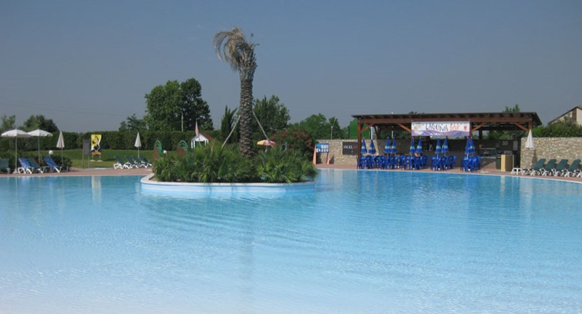 Parc Hotel, Peschiera, Lake Garda, Italy - Laguna Bar Swimming Pool.jpg