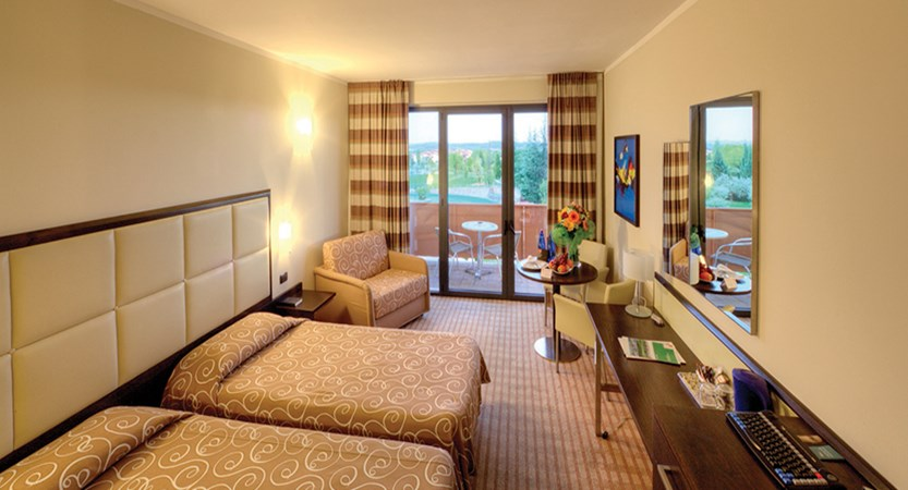 Parc Hotel, Peschiera, Lake Garda, Italy - Twin Room Balcony or Terrace.jpg
